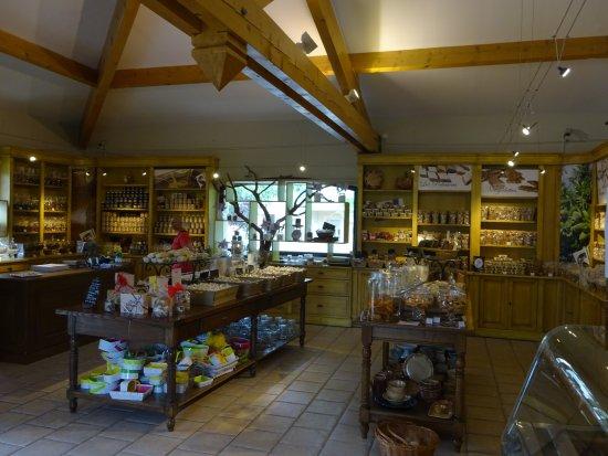 Saint-Didier, France: zicht op de winkelruimte