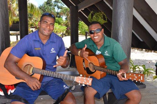 วิวา ไอส์แลนด์ รีสอร์ท: The staff at Viwa Island Resort love to sing