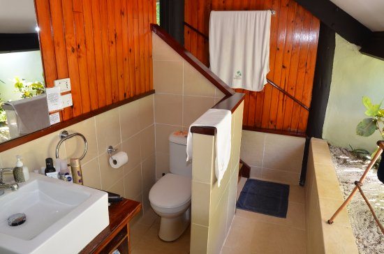 Yasawa-øerne, Fiji: Bathroom at bure #6