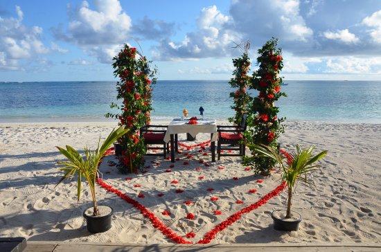 Yasawa-øerne, Fiji: Romantic beach dinner for my 50th birthday