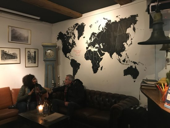 Bedwood Hostel: Common area for sitting, and sharing stories of travels.