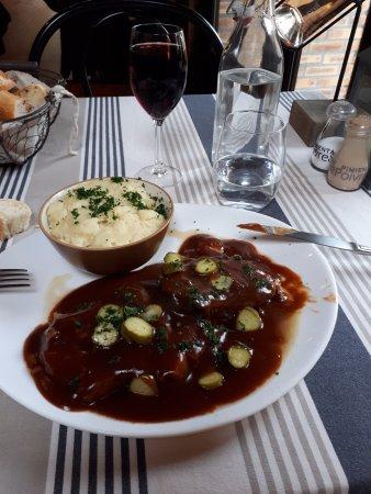 Mouroux, Frankrike: Langue de bœuf sauce piquante