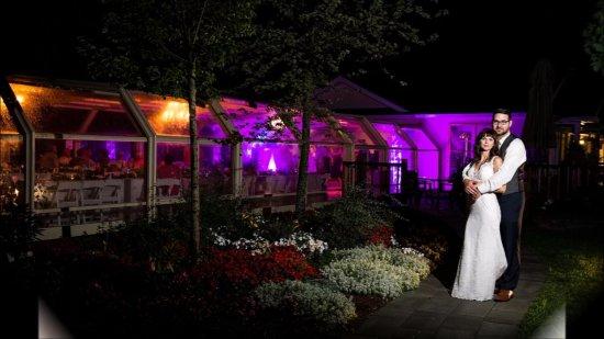 Kemptville, Canadá: Glass Atrium at Night