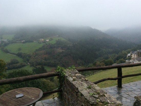 Hotel La Rectoral de Taramundi: Beautiful view from the room with terrace
