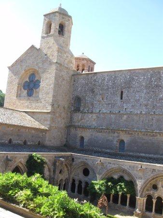 Abbaye de Fontfroide: le cloître vu de l'étage