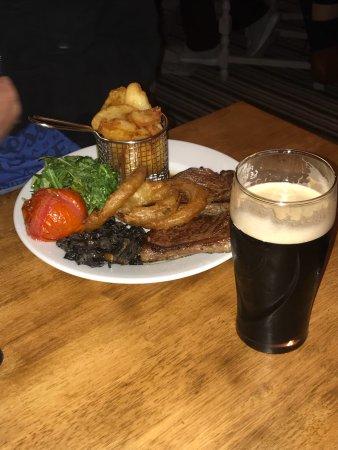 Abergwili, UK: Tuesday night at the Black Ox.