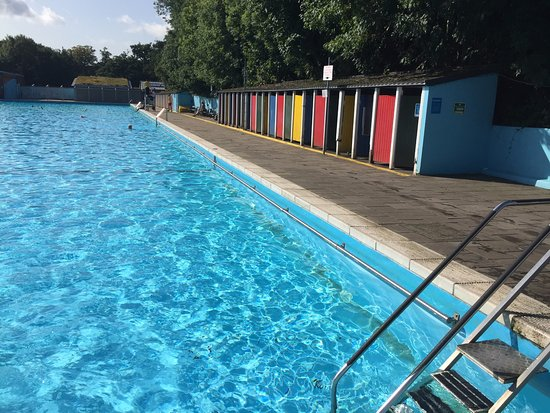 Tooting Lido In The High Of Summer Picture Of Tooting Bec Lido London Tripadvisor