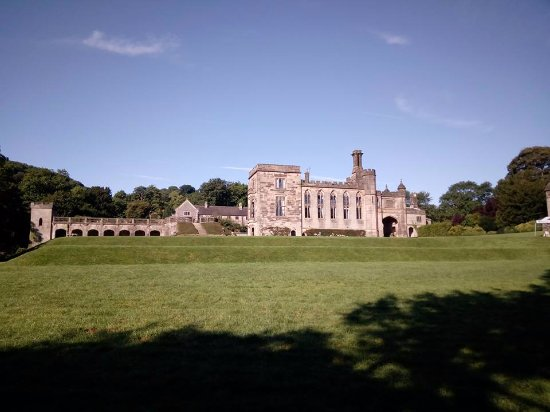 Ashbourne, UK: Ilam hall from the River Manifold