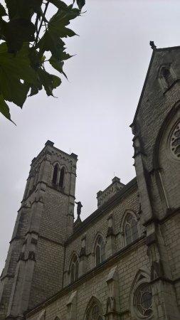 Saint-Laurent-du-Pont, فرنسا: Église de St-Laurent-du-Pont (vue latérale)