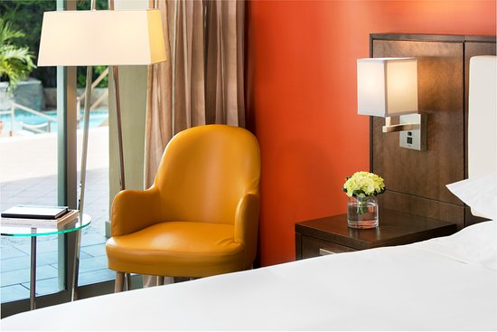 Doubletree by Hilton San Juan: Balcony Garden Room with a King Bed