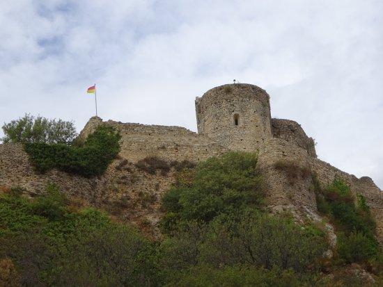 Mornas, Fransa: kasteel gezien vanaf halfweg de klim