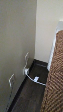 Cheverly, MD: There were accessible power outlets throughout our room.