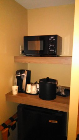 Cheverly, MD: Nice little setup, yes? We enjoyed the microwave popcorn we brought with us.