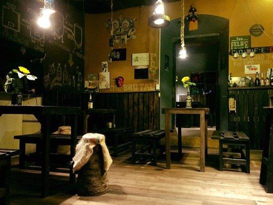 Pujili, الإكوادور: El UñaguilleBrewPub, un Resto Bar fotográfico, bizarro y sensorial donde los mitos y leyendas de