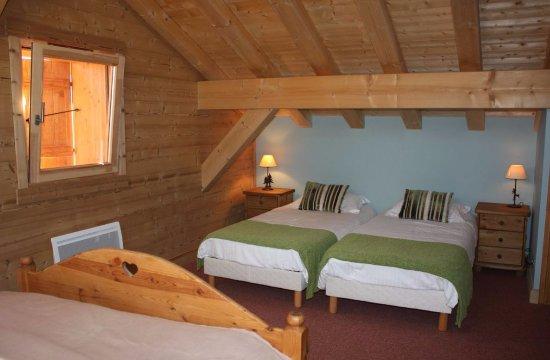 Verchaix, France: Our spacious room