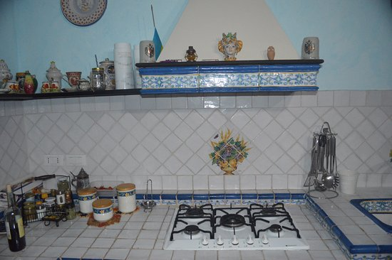 Nizza di Sicilia, Italia: Kitchen