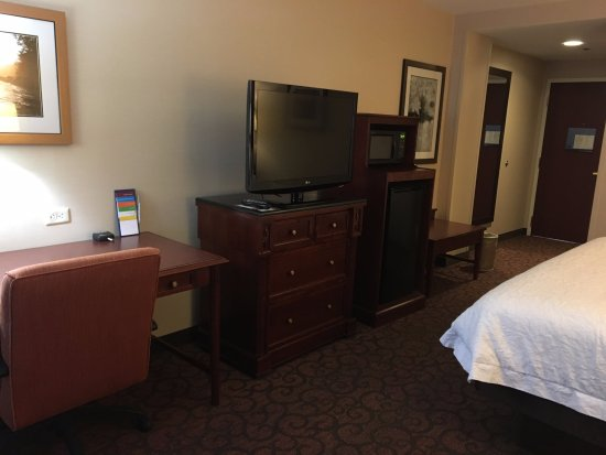 Hampton Inn Littleton : Desk, TV, Microwave and Fridge
