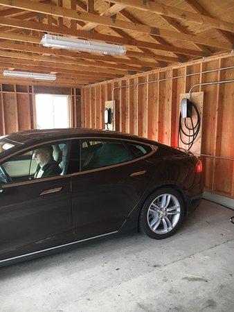 Waldport, OR: Tesla Charging Stations