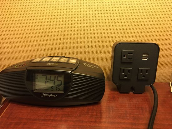 Hampton Inn Littleton : Chargeport and clock radio in rooms