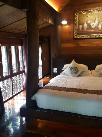 Saraphi, Thailand: 20171109_064704_large.jpg
