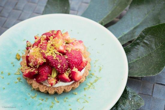 Gennes-Val-de-Loire, France: Tarte sablée aux fraises des Rosiers sur Loire