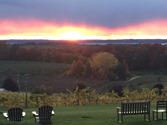 Chateau Chantal Winery and Inn: Sunset at the winery