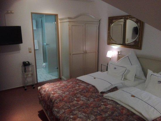 Maintal, Deutschland: Zimmer im Dachgeschoss