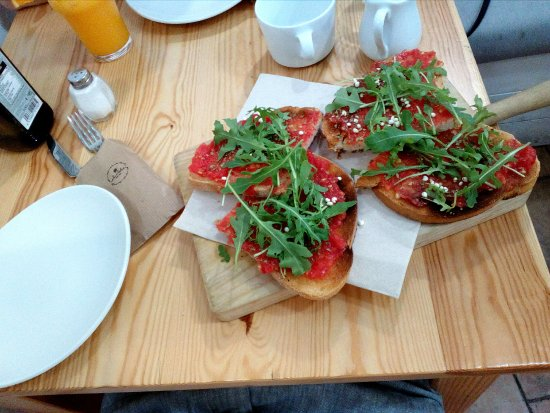 Toast with tomatoes