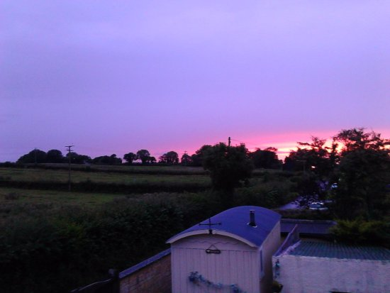 Shepton Mallet, UK: Beautiful sunset from room 5