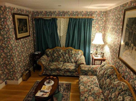 Barkerville, Kanada: spacious quaint room.