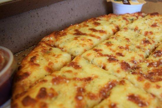 Charlotte, MI: Garlic Cheesebread