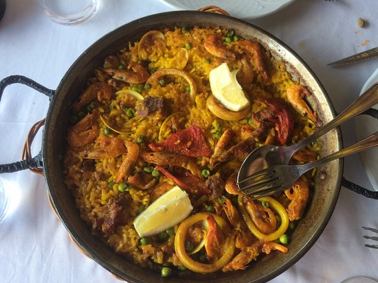 Ossun-ez-Angles, France: Join us for our weekly paella evening!
