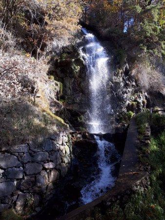 Challand Saint Anselme, Italy: Scorcio della piccola cascata