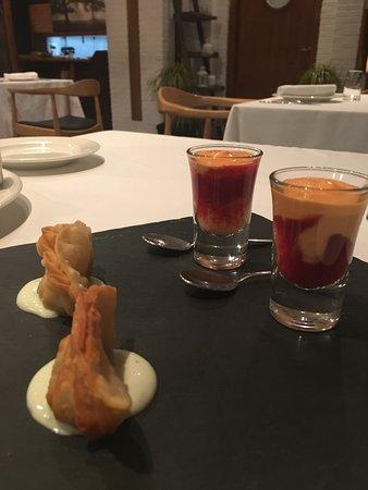 """La Solana Restaurant: Så trevliga små """"ammisar"""" bjöds före en utsökt anka med halloncoulis. Desserter och Muscatel där"""