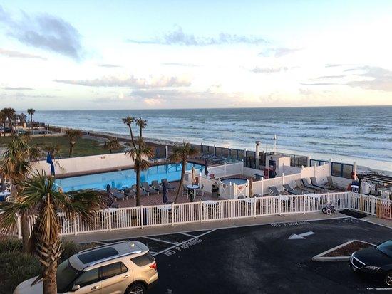 Catalina Beach Club: November 2017. Sunny and warm.