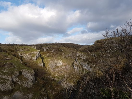 Cheddar Caves & Gorge: Cheddar Gorge from the Pulpit