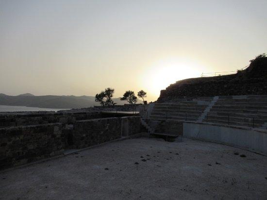 Tripiti, Grécia: Coucher de soleil sur le théâtre
