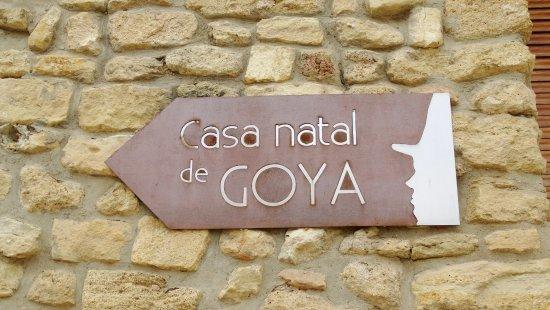 Fuendetodos, สเปน: cartel de la casa natal de Goya