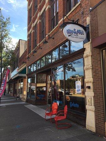 Winona, MN: Enjoy a seat outside