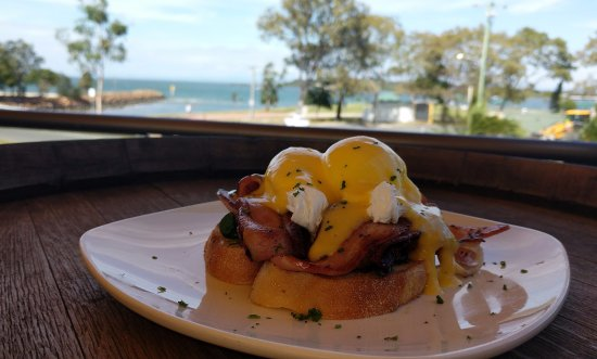 Bongaree, Australia: Eggs with a view