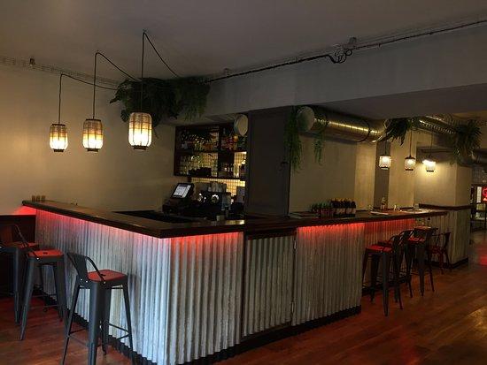 Le Kremlin-Bicêtre, France : le bar, l'entrée