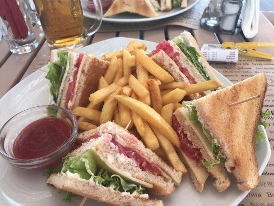 Σκάλα Καλλονής, Ελλάδα: salad club sandwich