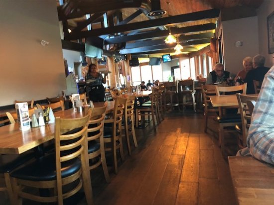 Gold River, Canada: The bar and restaurant, very clean