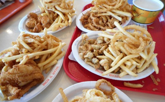 West Dennis, MA: Chowder and Fried clams strips and bellies