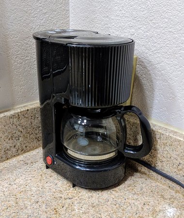 Super 8 Gainesville: A real coffeemaker! Woohoo!