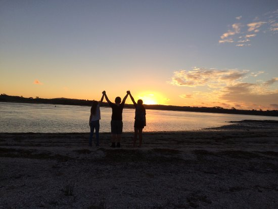 Clarks Beach Holiday Park: watching the sunset