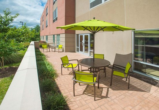 Columbia, MD: Outdoor Patio