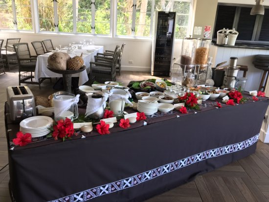 Malolo Island Resort: Buffet breakfast in Treetops restaurant