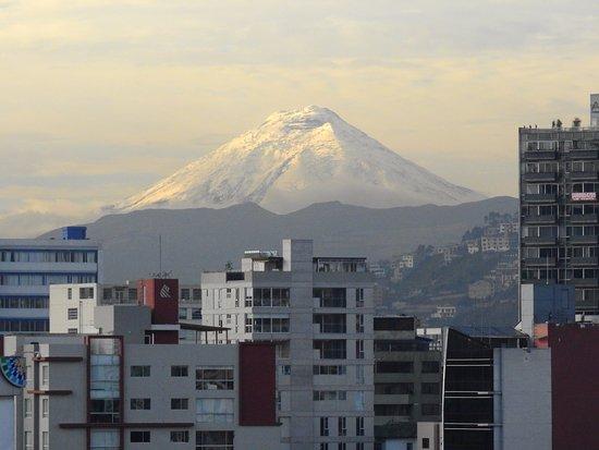 Hotel Rio Amazonas: Vulcão Cotopaxi, visto do apartamento