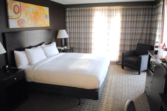 Doubletree by Hilton Dallas Market Center : King room with balcony. Loved this bed!